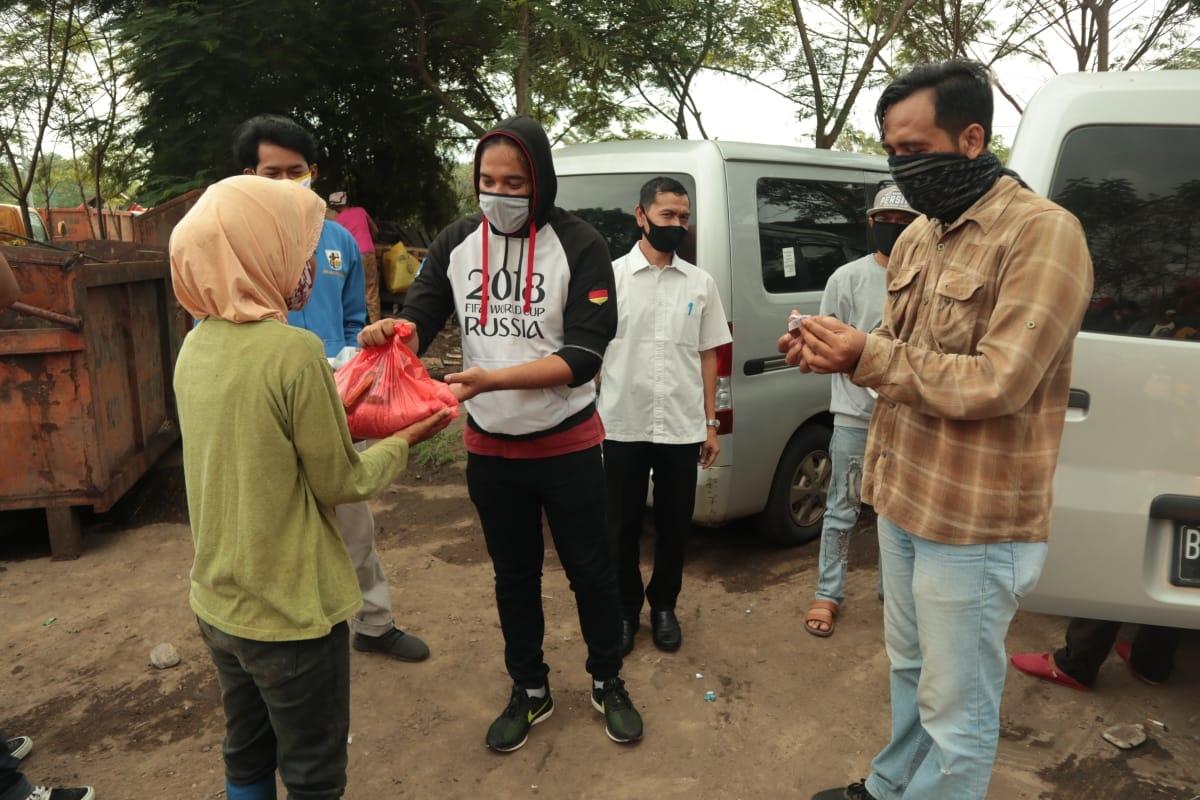 Jurnalis Kota Tangerang Bagikan Paket Sembako